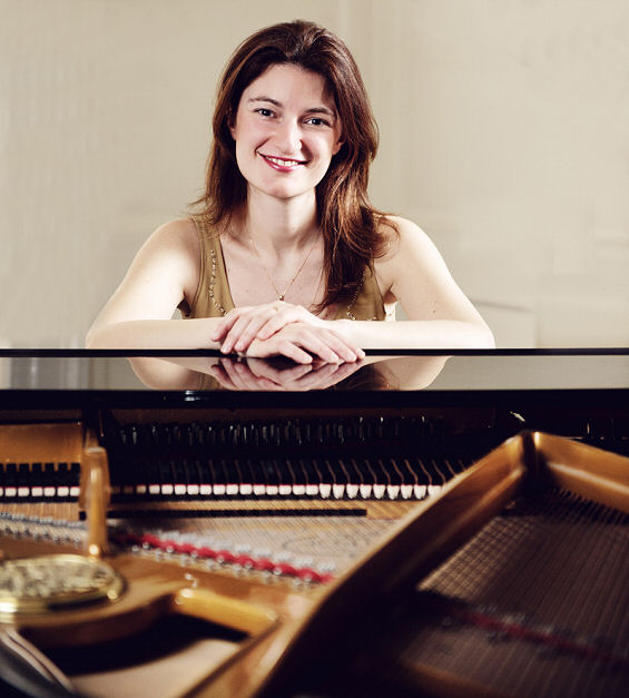 Emma Abbate, piano accompanist and chamber musician